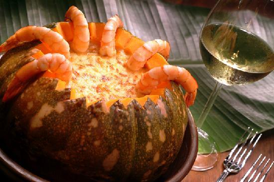 Camaroes Restaurante: Refogado na manteiga da terra, tomate, salsa, com molho cremoso de jerimum e gratinado com queij