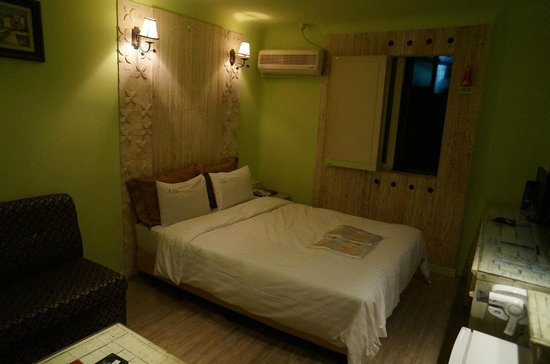 Cutee Hotel: Room with queen bed