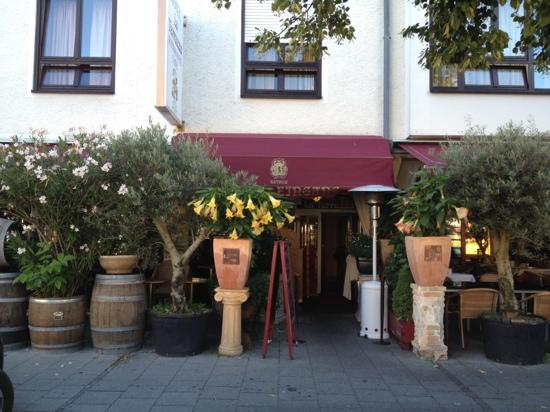 Hotel La Terrazza: Great patio and front entrance.