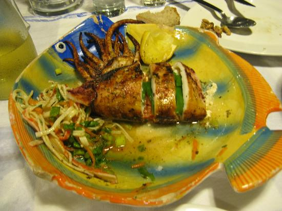 Taverna Ammos: il mitico calamarones ripieno