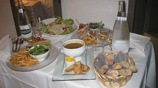 Pullman Cannes Mandelieu Royal Casino: Room service
