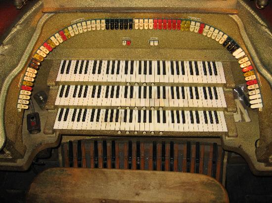 Al Ringling Theater Tour: The Barton Organ... 9 Ranks (not 7)
