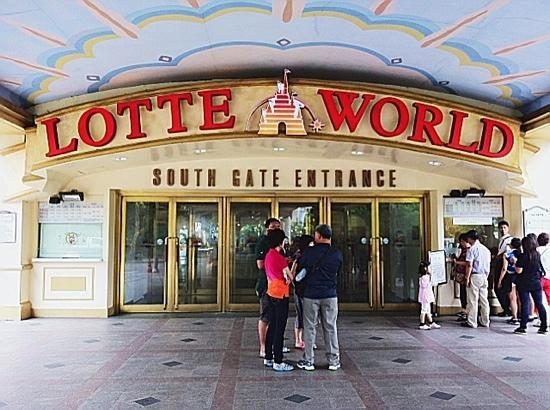 South Gate Of Lotte World Picture Of Lotte World Seoul Tripadvisor
