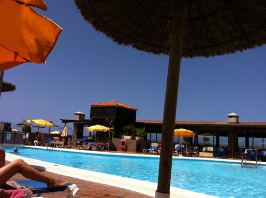 Hotel Diamante Suites: piscina no muy grande, pero no esta mal