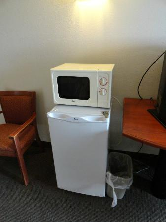 Sleep Inn I 95 North Savannah: Fridge & microwave