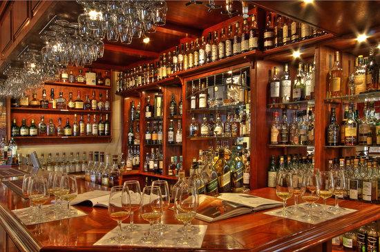 Auldstone House: Whisky bar at Auldstone