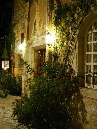 La Maison des Chanoines: L'entrée du restaurant