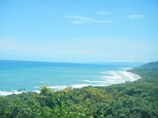 Hotel Vista de Olas: View from edge of infinity pool