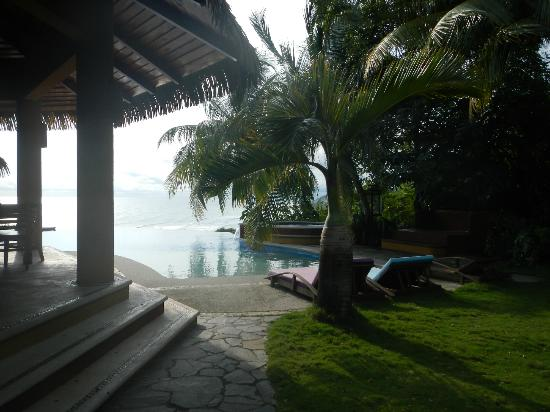 Hotel Vista de Olas: View of pool and partial area of dining spot