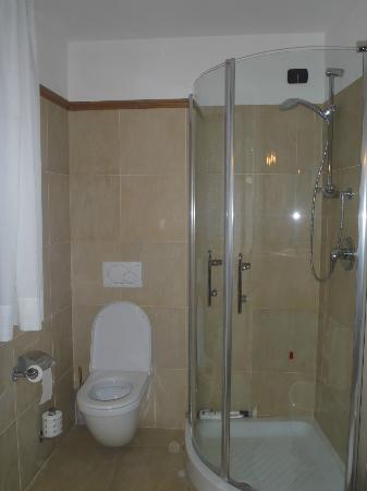 bagno nuovo e spazioso - Picture of Le Miramonti Hotel & Wellness ...