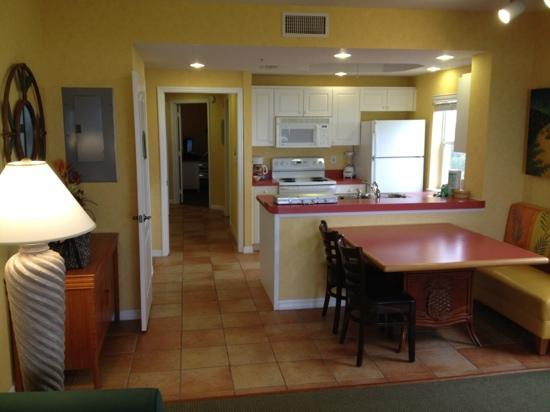 Holiday Inn Club Vacations Cape Canaveral Beach Resort: kitchen and dining