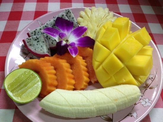 Kwong Shop Seafood : mixed fruits