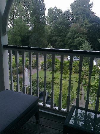 Wingrove House: Veranda view from room No 4.