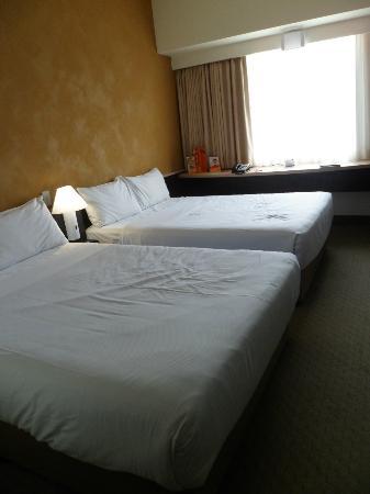 Ibis Rotorua: Two double beds!!