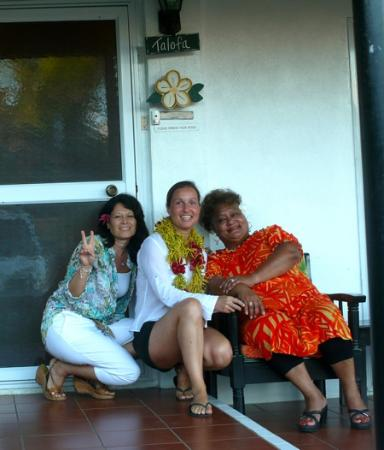 Aniva's Place : with aniva and doriana wearing my lei
