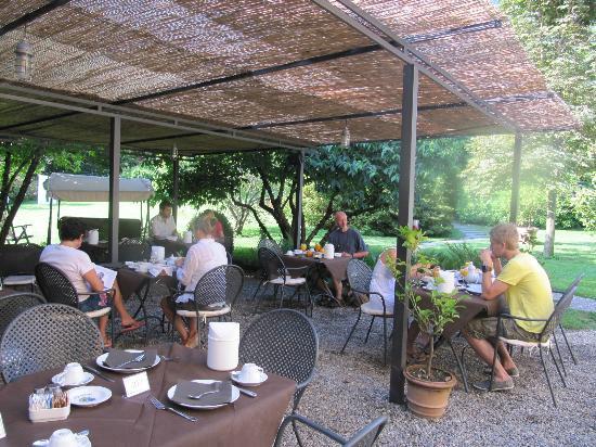 Park Hotel Villa Belvedere: Enjoying breakfast
