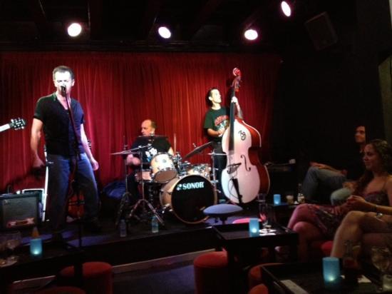 Artisti si esibiscono nel locale - Picture of Jazz Voyeur Club