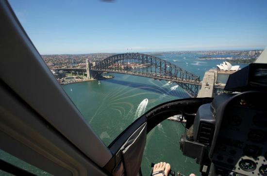 สะพานซิดนีย์ฮาเบอร์: Flying Over Bridge is a Better Deal