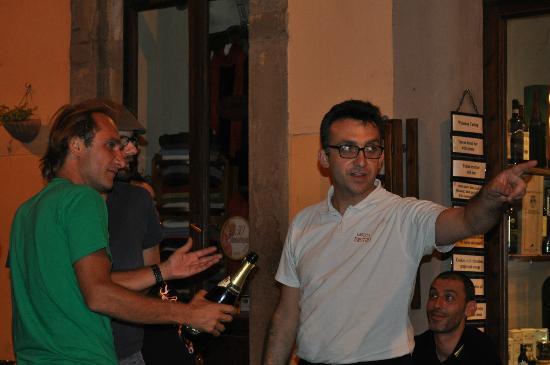 Enoteca Enotria : Daniele, tu reprendras bien une flûte de Champagne !?