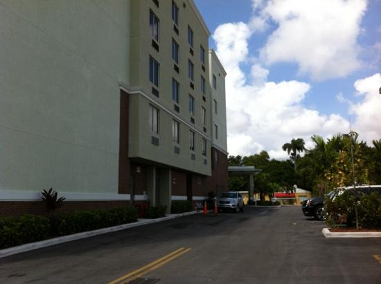 Comfort Suites Miami Airport North: Cara norte