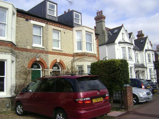 Lynwood House: B&B