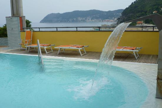 Grand Hotel Spiaggia: piscina sul tetto
