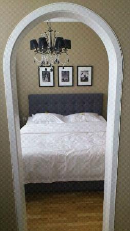 Hotel Aldoria: dal salotto la camera