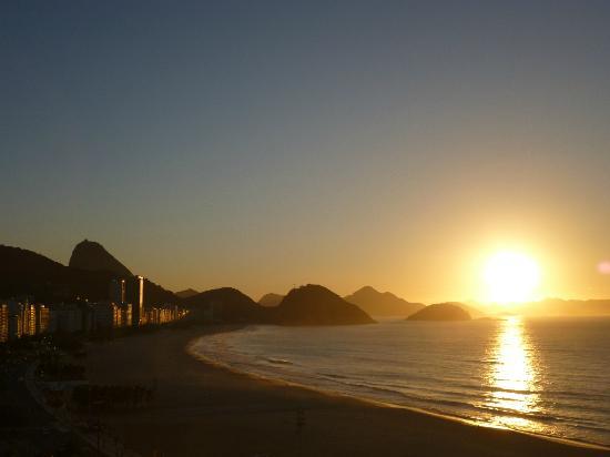 Pestana Rio Atlantica Hotel: Amanecer desde la suite ..un espectaculo !