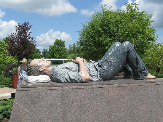 Frederik Meijer Gardens & Sculpture Park: Sculpture of resting man