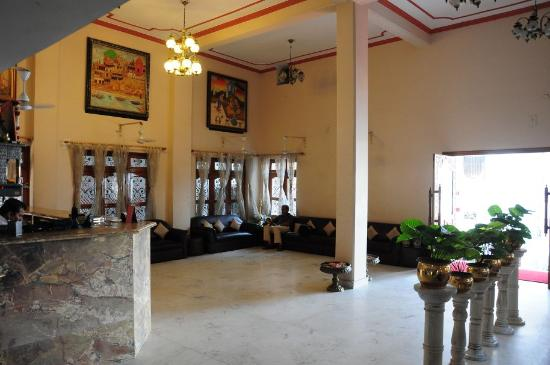 A Palace on the River, Rashmi Guest House: Spacious lobby