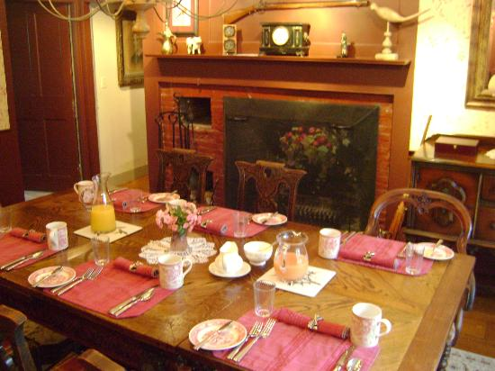 Applewood Manor Bed & Breakfast: Breakfast room 2. Built in 1785