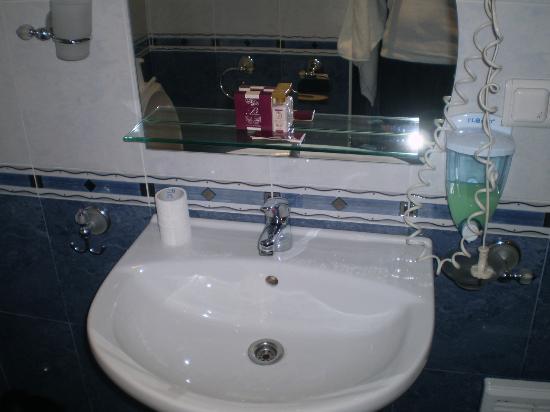 BEST WESTERN Lozenetz Hotel : bagno molto pulito e accessoriato
