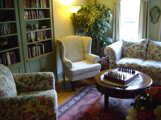 Applewood Manor Bed & Breakfast: Sitting area
