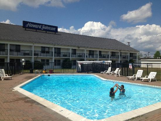 Howard Johnson Inn Bangor: Pool was refreshing and very well maintained.