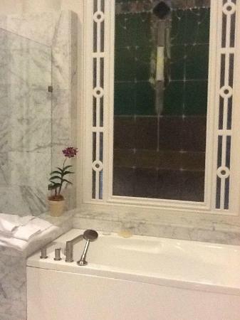 Casa Gangotena: Our bathroom