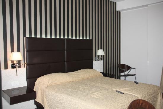S Hotel: lettone