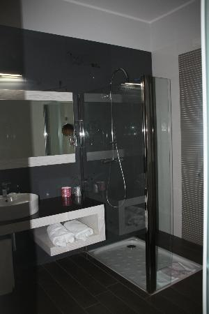 S Hotel: doccia