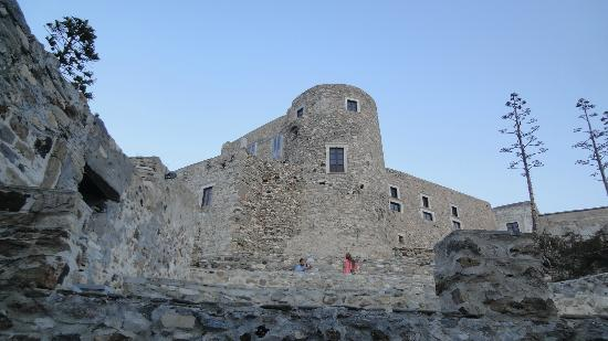 Ciudad de Naxos, Grecia: Το κάστρο από μακρυά