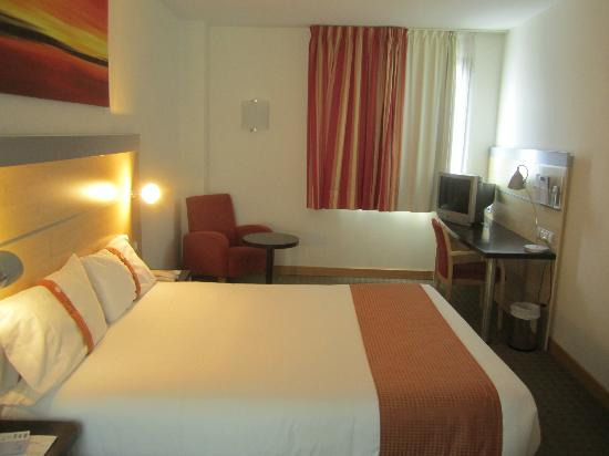 Holiday Inn Express Molins De Rei: Room