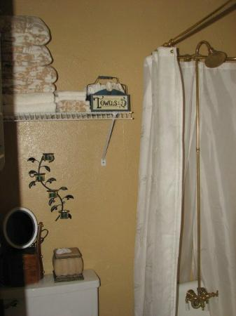 Cottonwood Hotel: Bathroom Mae West Suite#4