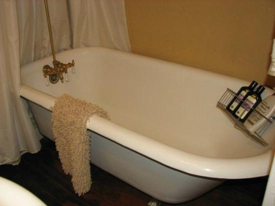 Cottonwood Hotel: Original Clawffot Tub Mae West Suite#4