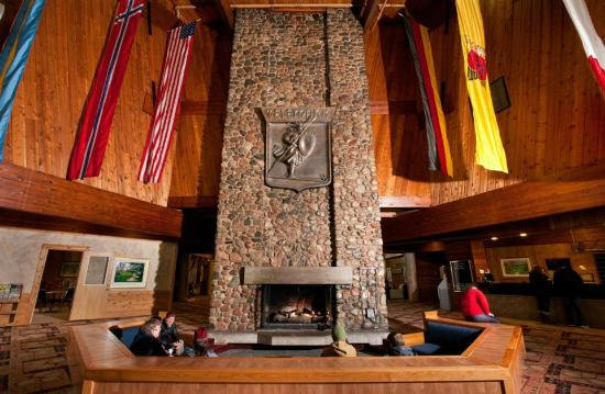 Telemark Resort & Convention Center: Fireplace