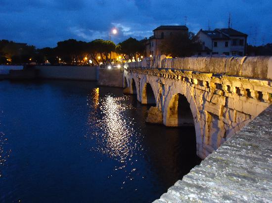 The Tiberius Bridge : El puente
