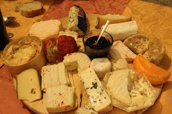 FAMILLE MOUTIER : Cheese plate included in the menu