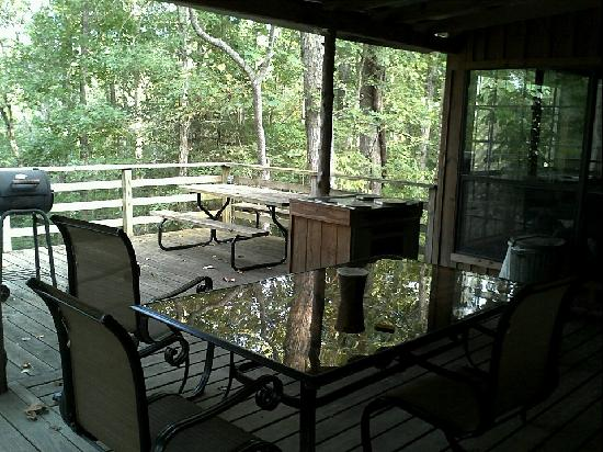 Stag Leap Country Cabins & Extended Stays : deck