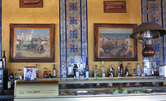 La Marina: Tapas Bar with typical azulejos