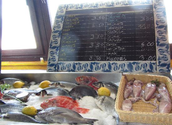 La Marina: Chalk price board to choose your own fish menu
