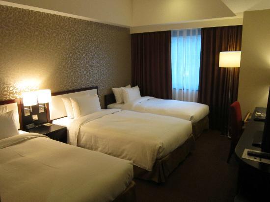 ツインルームにエキストラベッドでトリプルにしました - Picture of Royal Park Hotel
