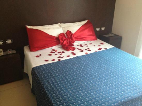 Hotel La Cappuccina: Junior Suite - letto all'arrivo