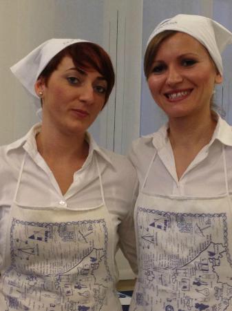 Hotel La Cappuccina: Le ragazze in sala